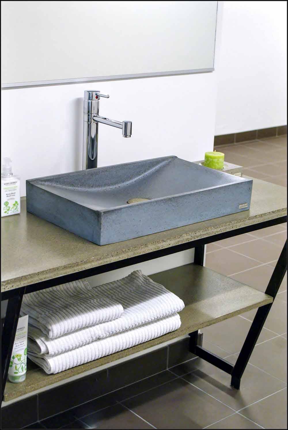 Badrum med den rÃ¥a känslan av grÃ¥tt murbruk bryter av — MediaExtra : badrum betong : Badrum
